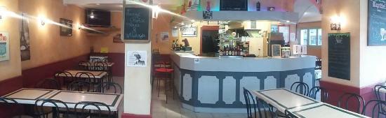 Entrée du Café de Paris à Bricquebec