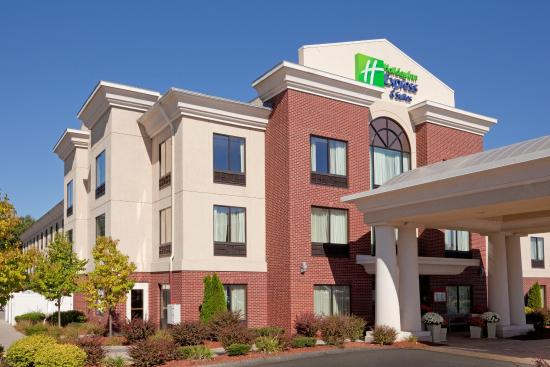 Holiday Inn Express Hotel & Suites Manchester Airport: Located just 2 miles from the Manchester Boston Regional Airport