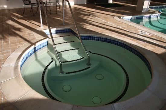Holiday Inn Express Hotel & Suites Manchester Airport: Hot Tub