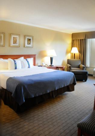 Holiday Inn Barrie Hotel & Conference Centre: Tower - King Executive Guest Room with elevator access
