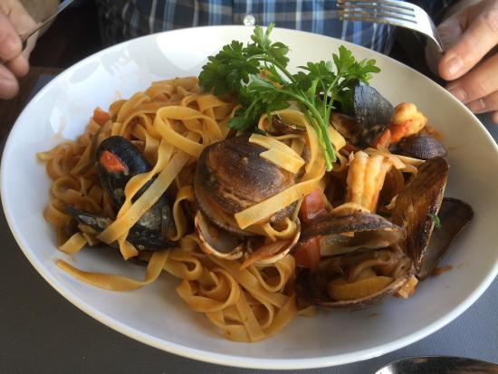 Rekem, Belgien: Prachtige locatie, vriendelijke bediening en lekker eten! Meer moet dat niet zijn.