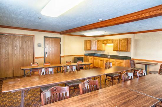 BEST WESTERN PLUS North Canton Inn & Suites: Meeting Room