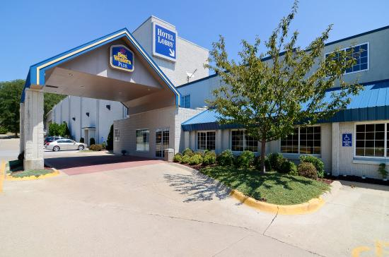 Best Western Plus Longbranch Hotel & Convention Center: Hotel Entrance