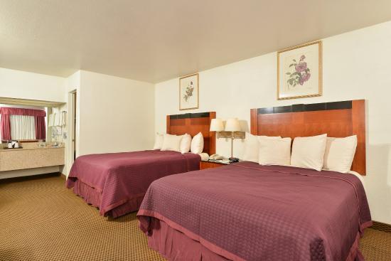 Best Western Executive Inn: Double Queen Guest Room