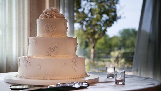 Best Western Premier Bridgewood Resort Hotel: Wedding Cake