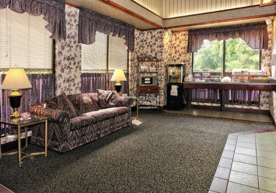 Staunton, VA: Lobby Sitting Area