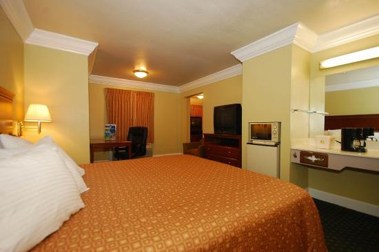 Willits, CA: Two Room King Suite