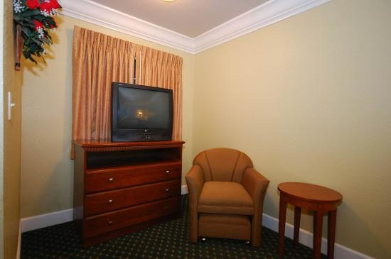 Willits, CA: King Suite