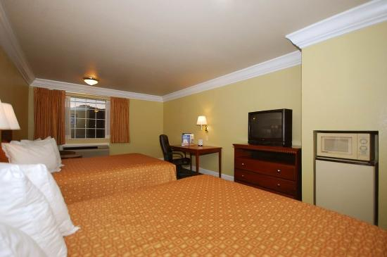 Willits, CA: Two Queen Guest Room