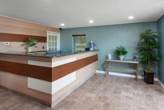 Lakewood, NJ: Guest Service Desk and Lobby