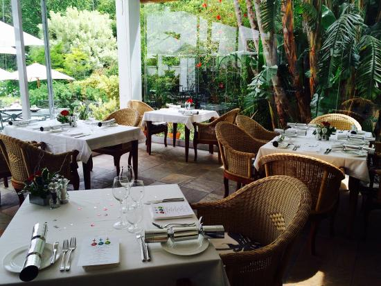The Cellars-Hohenort: Lounge and Restaurant area