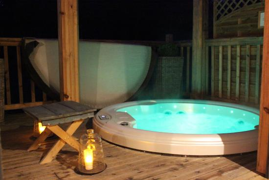 jacuzzi priv photo de la cabane au bord du lac biscarrosse tripadvisor. Black Bedroom Furniture Sets. Home Design Ideas