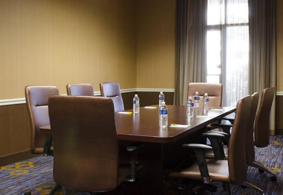 Courtyard by Marriott Waterbury Downtown: Executive Boardroom