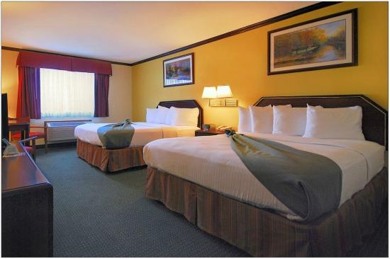 Hermiston, OR: Comfortable 2 Queen Beds