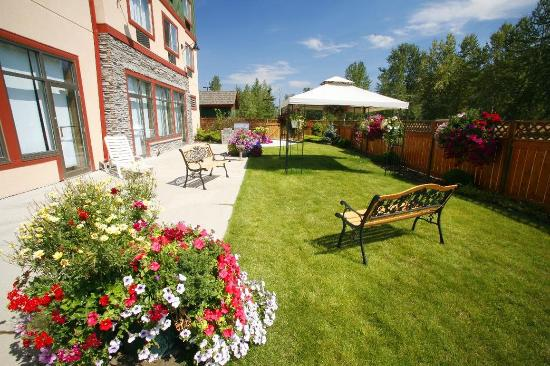 Fernie, كندا: Terrace in the Summer