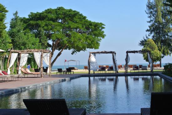 Hotel So Sofitel Hua Hin: 2e zwembad zicht op zee