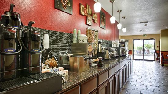 Minden, LA: Breakfast Area