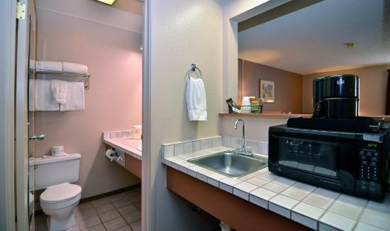 Artesia, NM: Guest Bathroom