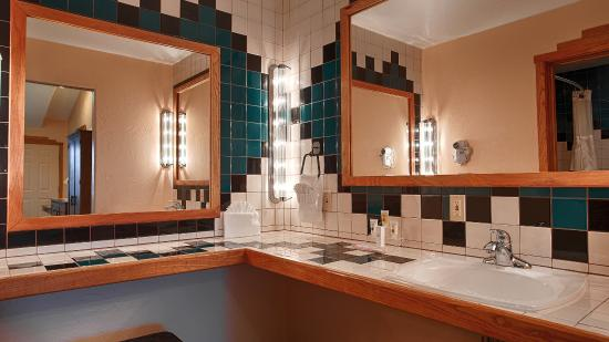 BEST WESTERN Kokopelli Lodge: Bathroom