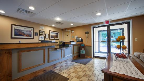 BEST WESTERN of Lake George: Front Desk