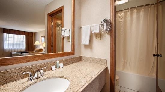 Poteau, OK: Bathroom