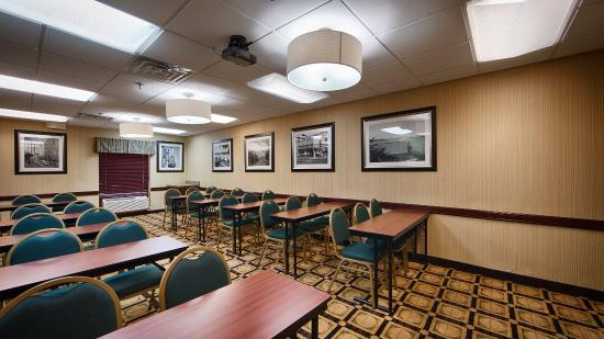 BEST WESTERN Galleria Inn & Suites: Meeting Space