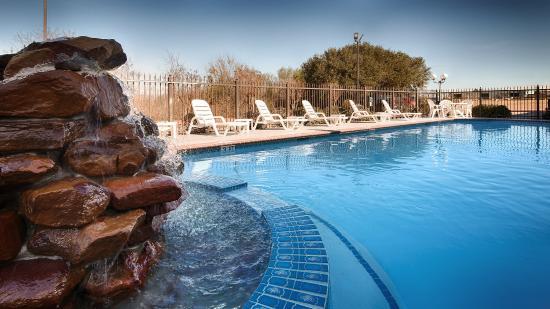 Best Western Inn of Brenham: Outdoor Pool