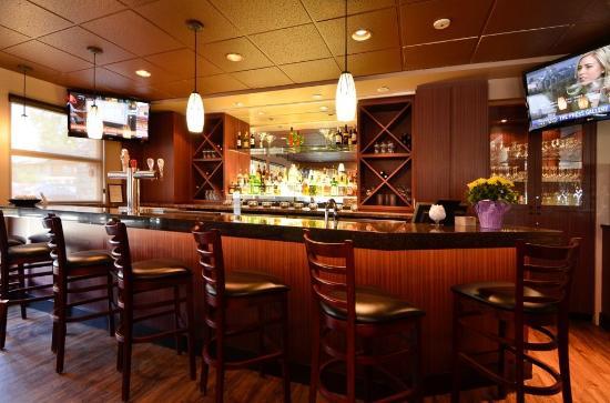 Best Western Plus Langley Inn: Bar Lounge