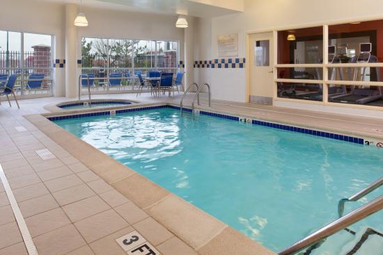 Independence, MO: Indoor Pool & Hot Tub