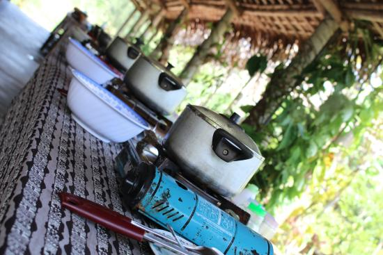Thuan Tinh Island: Our pho bubbling away