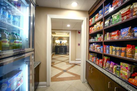 Holiday Inn Express Atlanta-Emory University Area: Snacks and Pharmacy Items