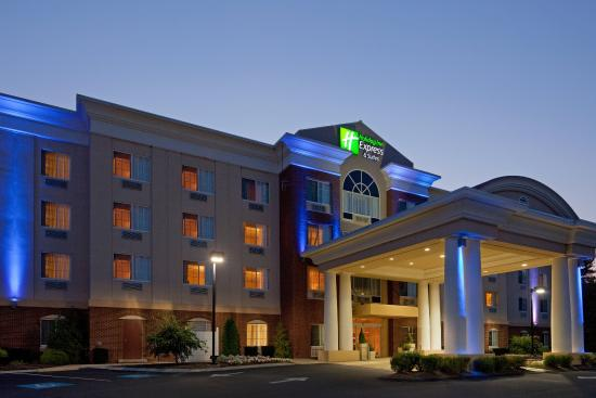 Middleboro, MA: Hotel Exterior