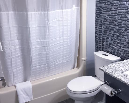 Leamington, Canada : Bathroom