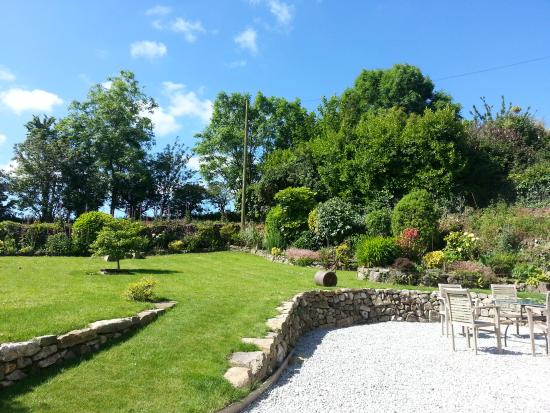Bostrase Bed & Breakfast with Boo & Matt: Enjoy our gardens