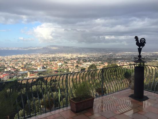 Splendida vista sul Golfo di Napoli e la nostra bella terrazza ...