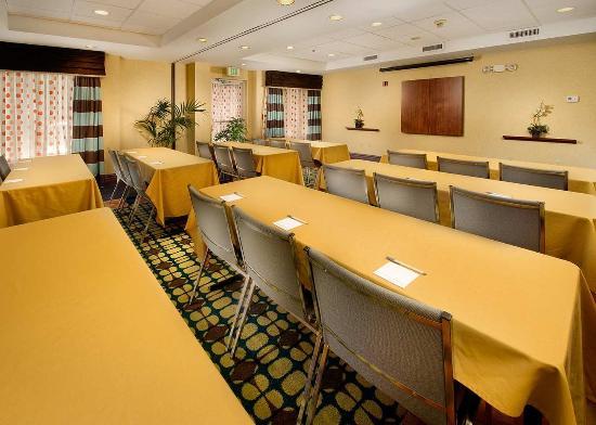 Hampton Inn & Suites Ft. Lauderdale Airport/South Cruise Port: Meeting Room