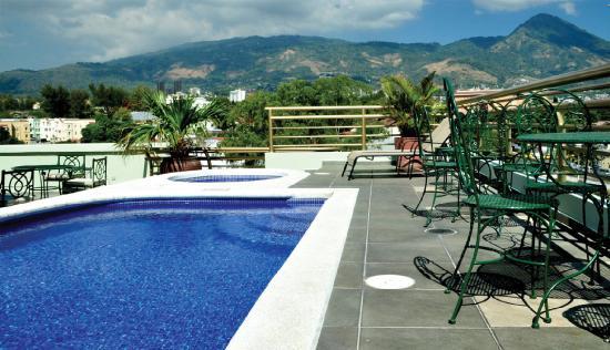 Clarion Suites Las Palmas.: Piscina en nuestro último piso / Pool in the top of the building