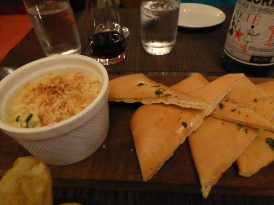 Haro's Rest. & Bar In Sidney Pier Hotel & Spa: Artichoke, Cheese & Kale Dip with Flatbread