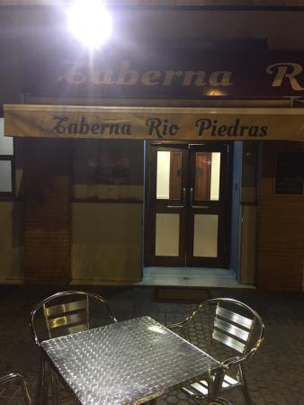 Restaurante taberna rio piedras en sevilla con cocina for Cocinas sevilla ofertas