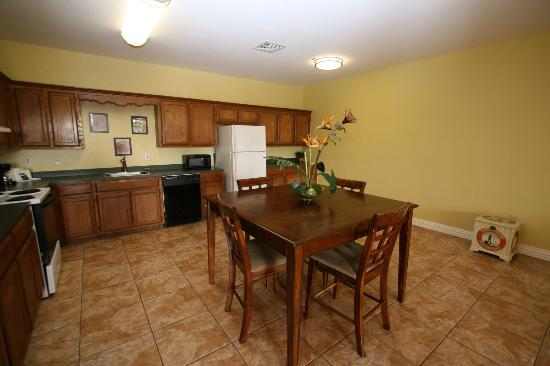 Ramada Hotel & Suites South Padre Island: Apartment Kitchen