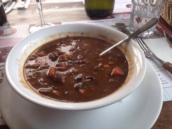 Jordan Valley, Israel: Вкуснейший суп,замечательный куриный паштет,приятное домашнее вино,а мясо нужно кушать,а не гово