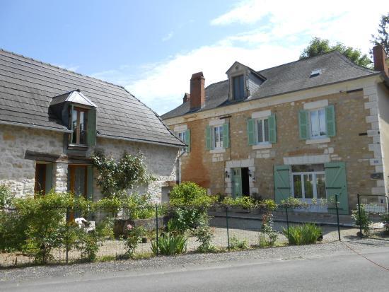 Le Lardin-Saint-Lazare, France: maison et gîte