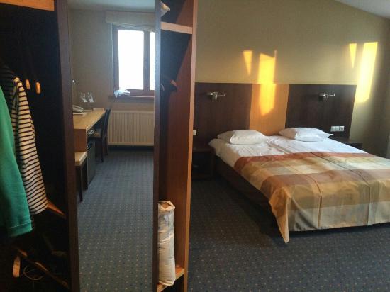 Hanza Hotel: image-0d2f22ec0926f5f25c7b56f064bfb4fe93ea649e23c750f08ab4638e7d73e4d0-V_large.jpg