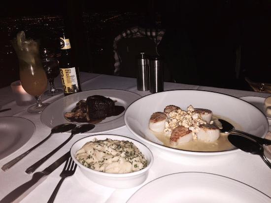 the food the scallops were great picture of the signature room rh tripadvisor co za