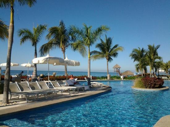 Mayan Palace Nuevo Vallarta: Early morning at Bliss pools