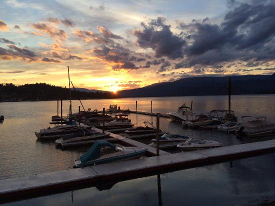 Blind Bay, Canada: Amazing Sunsets from Patio Dinning