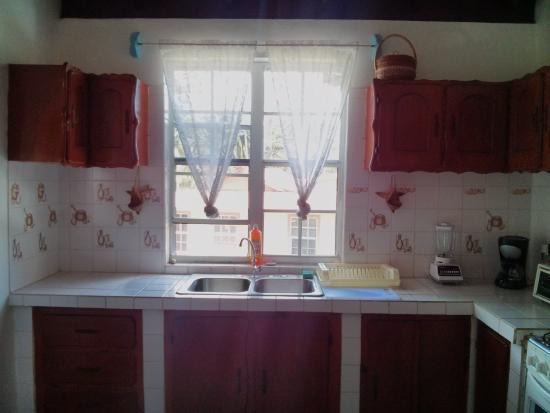 Calibishie, Dominica: kitchen