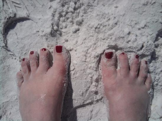 Conclare Aman's Beach Resort: Toes in the sand!