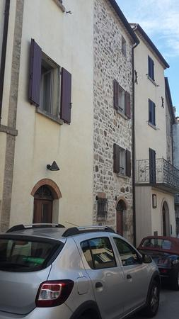 Montegiardino, San Marino: ventana y parking