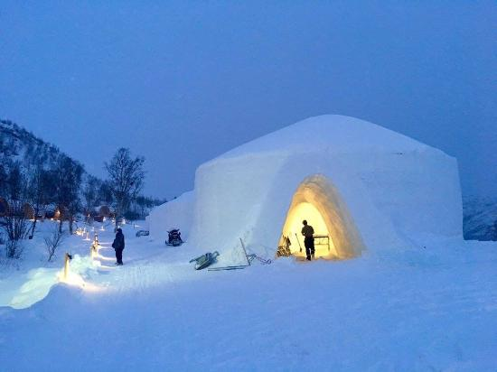 Snowhotel Kirkenes: Entrance to snow hotel